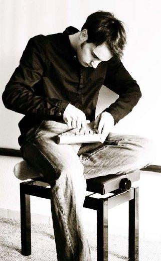 Jonas Nondorf – Multiinstrumentalist, Obertonsänger und Loop Stationist